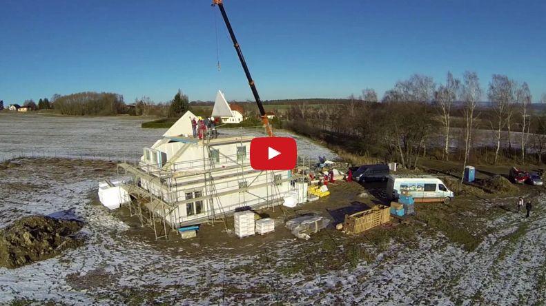 Montovaný dom Nova 101 – montáž domu z výšky